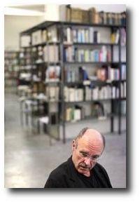 Anselm Kiefer dans sa bibliothèque