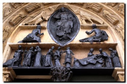 Jeanclos |Tympan de l'église Saint Ayoul à Provins