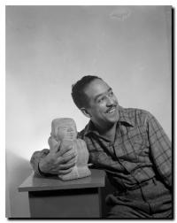 Langston Hughes, photographié par Gordon Parks, 1943, Library of Congress.